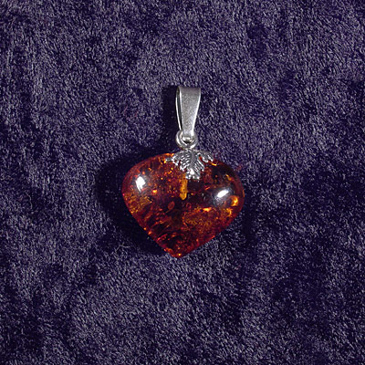 AvalonsTreasury.com: Amber Heart with Silver Leaf (Page: Amber Heart with Silver Leaf) [400 x 400 px]