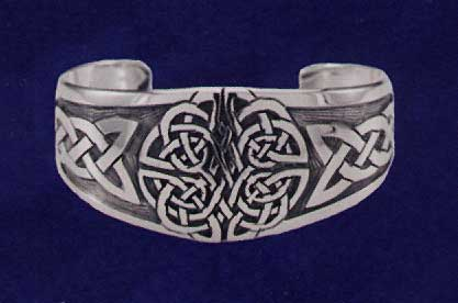 AvalonsTreasury.com: Bracelet with Magnificent Knot Pattern (Page: Bracelet with Magnificent Knot Pattern) [417 x 276 px]